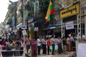 Voters queue at the Aung Damar Yone shrine in central Yangon. Photo courtesy of Liam Cochrane/the Australian Broadcasting Corporation